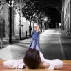 Fototapeta uliczka nocą - czarno biała