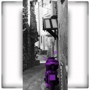wąska uliczka w Chorwacji
