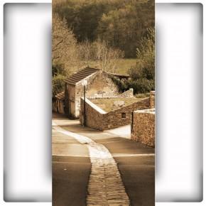 perspektywa uliczki na wąską ścianę