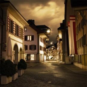 Uliczka w nocy | Fototapeta powiększająca wnętrze