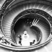 Fototapeta czarno biała kręcone schody