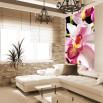 Dekorowanie wąskiej ściany w salonie motywem flory