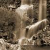 Fototapeta kolorowy wodospad w kolorze sepii