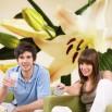 Aranżacja ściany z fototapetą romantyczna lilija