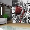 Fototapeta czarno biała z akcentem czerwonym - rowerowy parking
