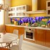Fioletowe krokusy - fototapeta do kuchni międz szafki