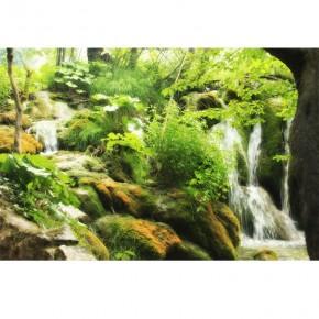 Fototaeta kaskada w lesie