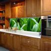 Tapeta zielona trawa do kuchni między szafki