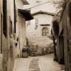 Fototapeta w sepii uliczka Limone