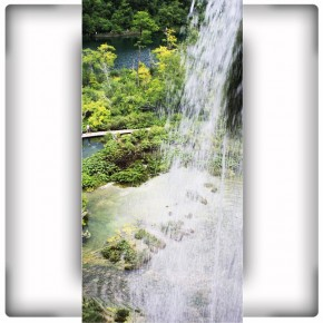 Fototapeta wodospad na wąską ścianę